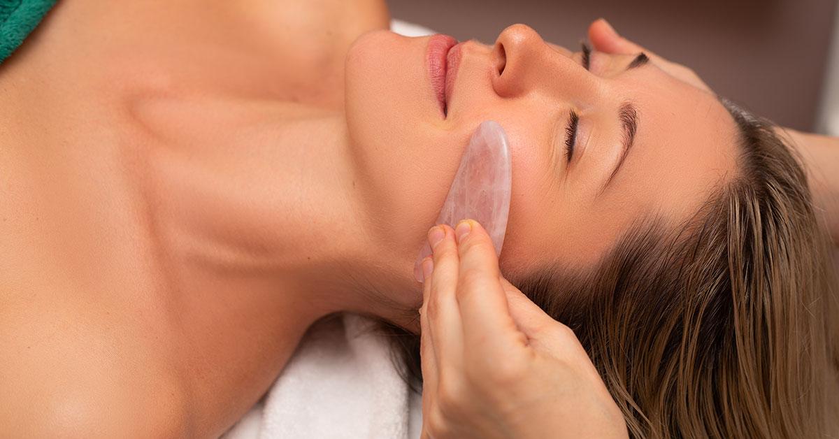 prendre soin de sa peau avec le massage chinoise Gua Sha